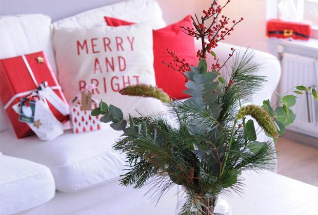 Kerstversiering in een klein huis