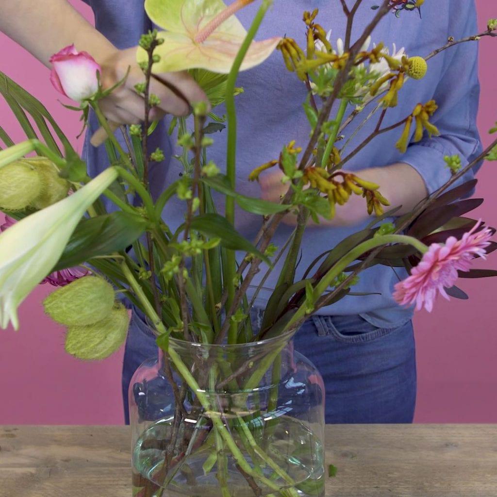 DIY boeket schikken, bloemen steken