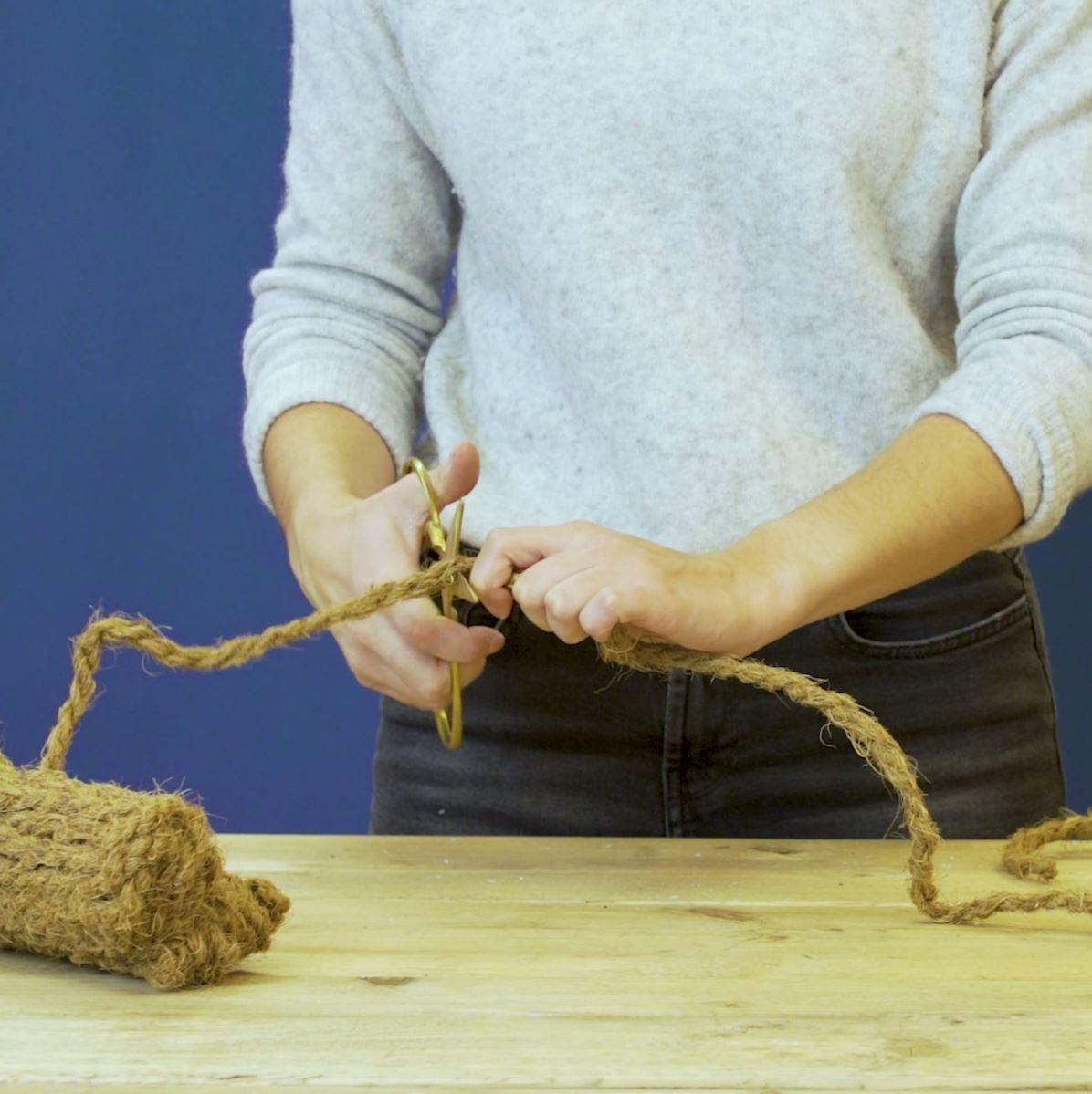 DIY groene tafelloper. Stap 1: Knip het touw