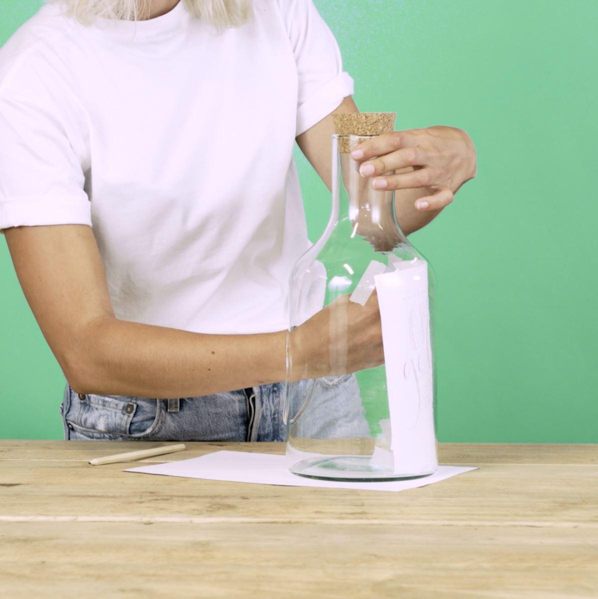 DIY Handlettering stap 3: papier vastplakken