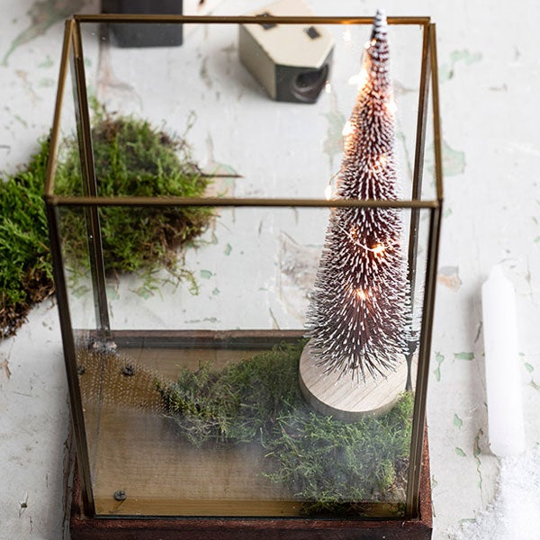 DIY Mini kerstdorp, stap 2: Plaatsen in windlicht