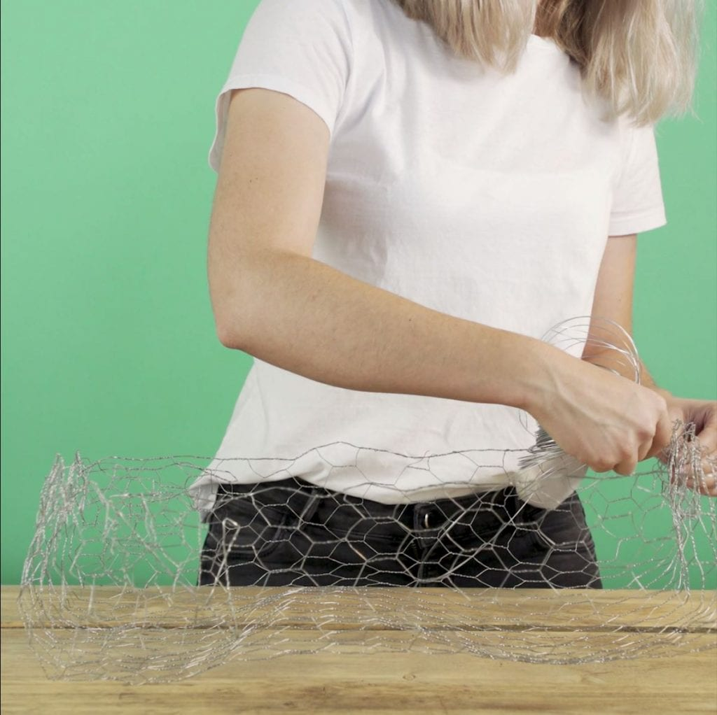 DIY Wilde veldtuin stap 3: Gaas vastmaken
