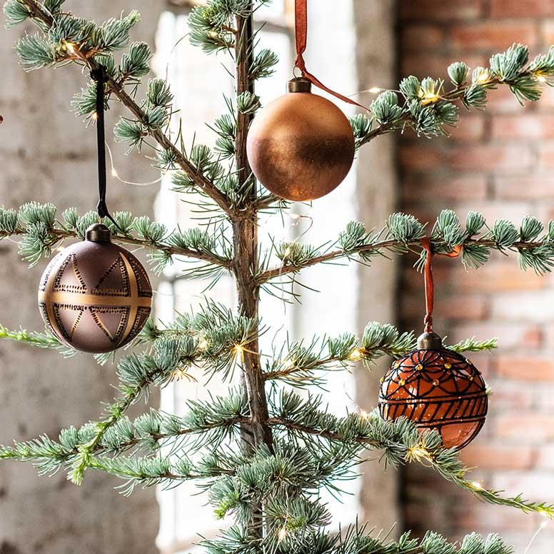 Kerstboom versieren, stap 5: Kerstballen