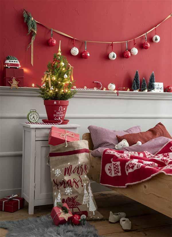 Kerstslinger van kerstballen