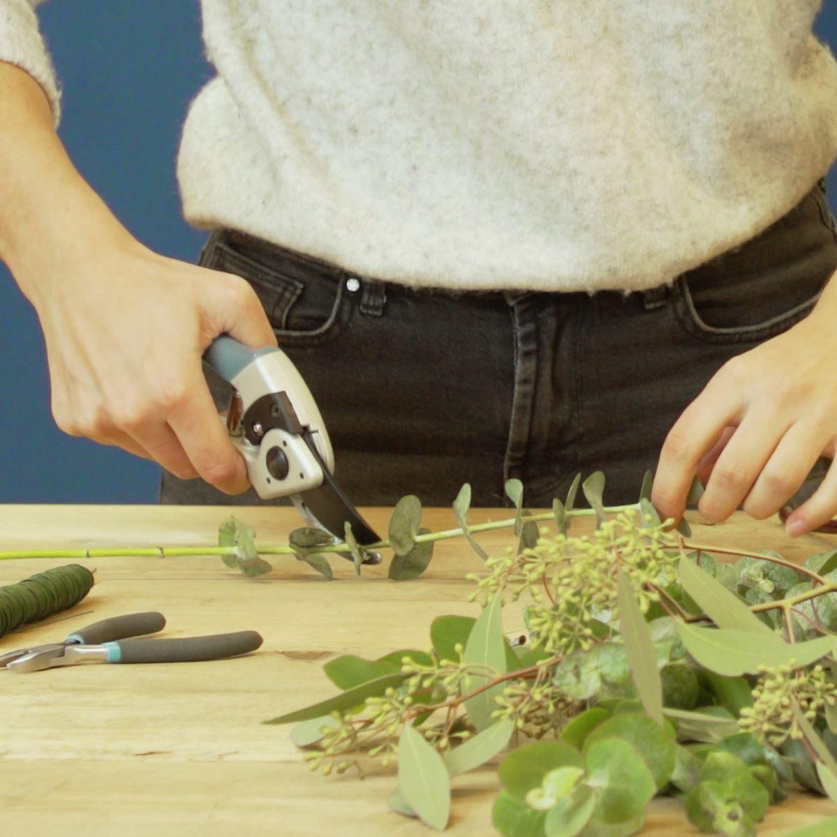 DIY Driehoek met eucalyptus takken. stap 2: Eucalyptus knippen